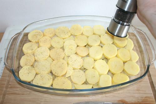 17 - Mit Kartoffel abschließen & würzen / End with potato slices & season