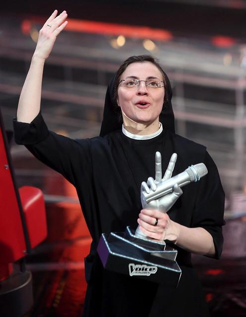 """SOR CRISTINA TOCA EL CIELO Y GANA LA EDICIÓN ITALIANA DEL CONCURSO """"LA VOZ"""""""