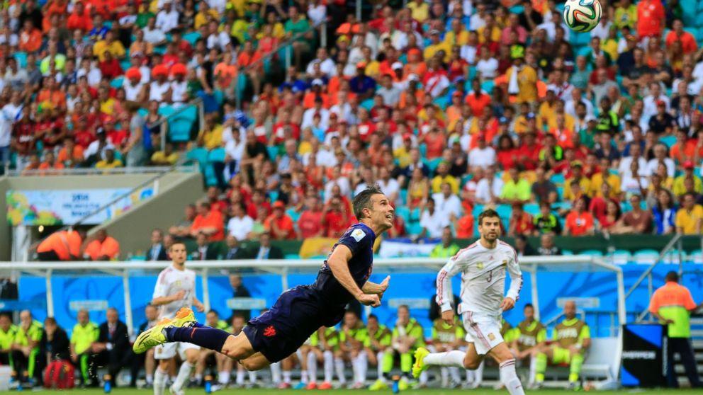 140613_ESP_v_NED_1_5_Robin_van_Persie_header_goal