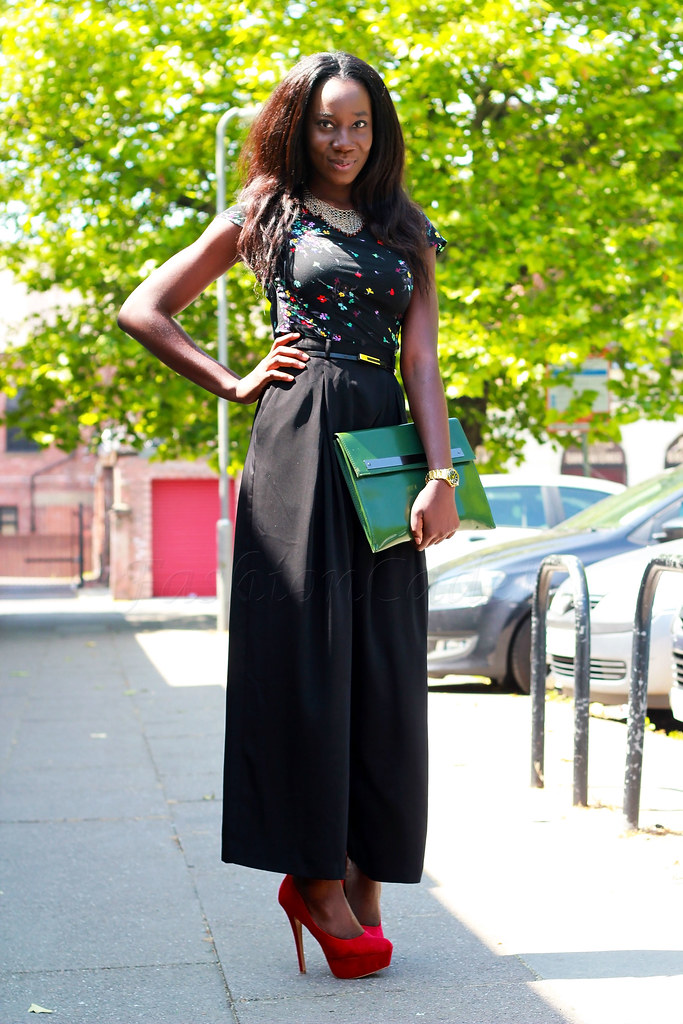 high-waisted-wide-leg-trousers-with-red-pump-heels, How to wear wide leg pants, how to style wide leg pants, how to wear wide leg pants, spring-summer trends