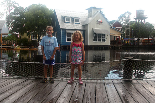 Kids-in-front-of-Baytowne-Wharf