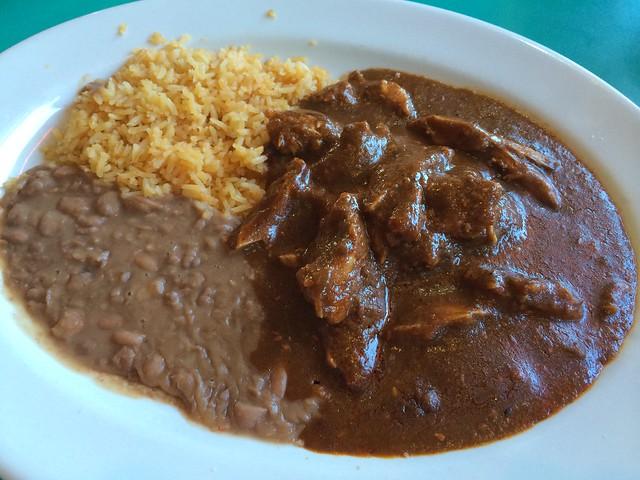 Pollo en mole - San Jalisco