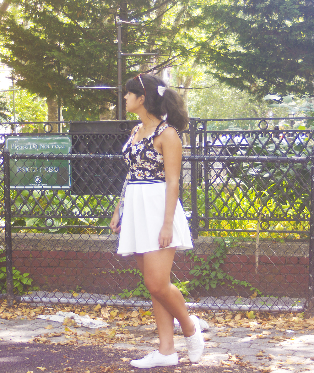 Lower east side new york manhattan tapeparade travel blog new york laila tape parade white skirt black daisy top american apparel urban outfitters kangol