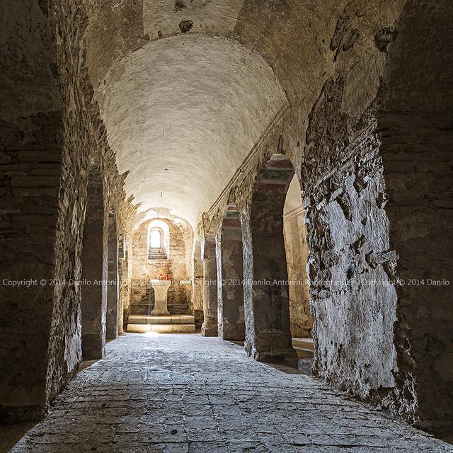 Abbazia di San Salvatore in Valdicastro - La Cripta Romanica (00550)