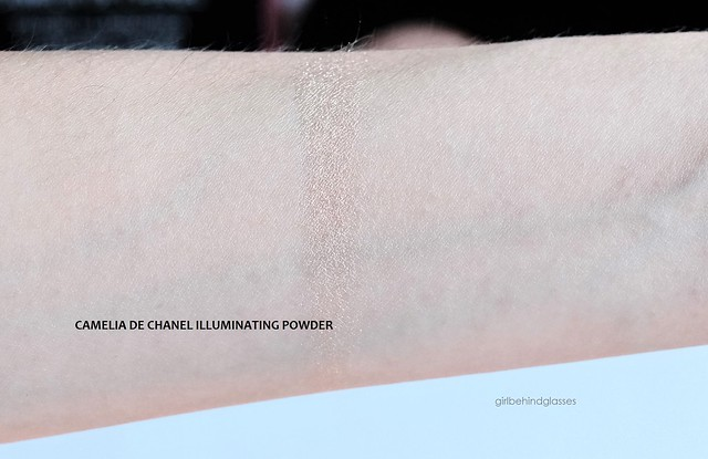 Chanel Camelia de Chanel Illuminating Powder swatch