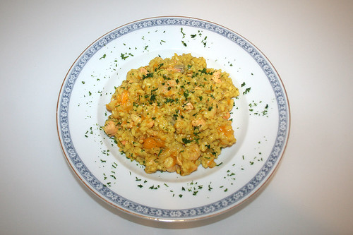 36 - Curry-Kokosmilch-Risotto mit  Mandarinen, Lachs & Garnelen - Serviert / Curry coconut risotto with mandarins, salmon & shrimps - Served