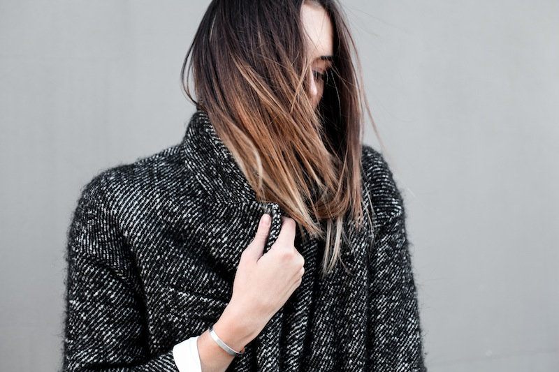 modern legacy blog street style off duty Isabel Marant cocoon coat wedge suede sneakers Bassike slouch Alexander Wang Prisma envelope clutch monochrome black white blogger balayage hair oversized minimalist iii (1 of 1)