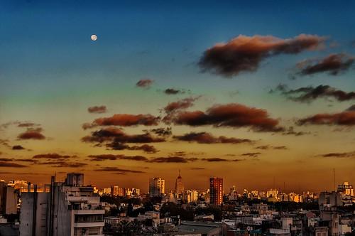 city moon clouds sunrise buildings dawn edificios buenosaires ciudad luna amanecer nubes agentina pwpartlycloudy