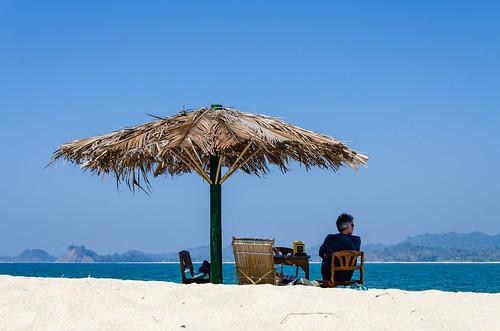 beach water landscape island asia asien burma sunshade myanmar whitesand birma pearlisland ngapali thandwe sandoway nikond7000 pleasantviewislet