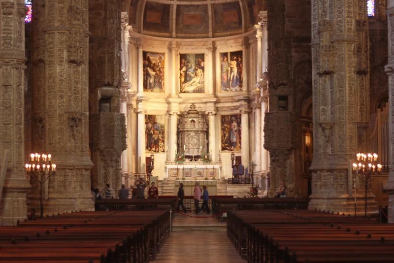 santa maria church nave