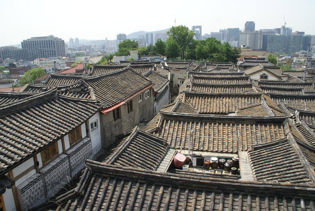Bukchon Hanok Village (북촌한옥마을, 北村韓屋마을)
