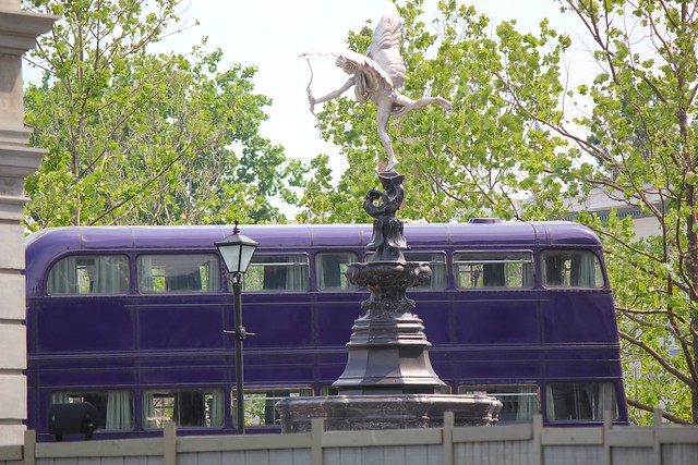 Eros Fountain and the Knight Bus at Diagon Alley Universal Studios