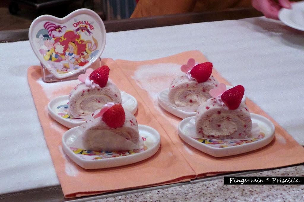 Tokyo Disneyland: Queen of Hearts Banquet Hall - Pingerrain.com