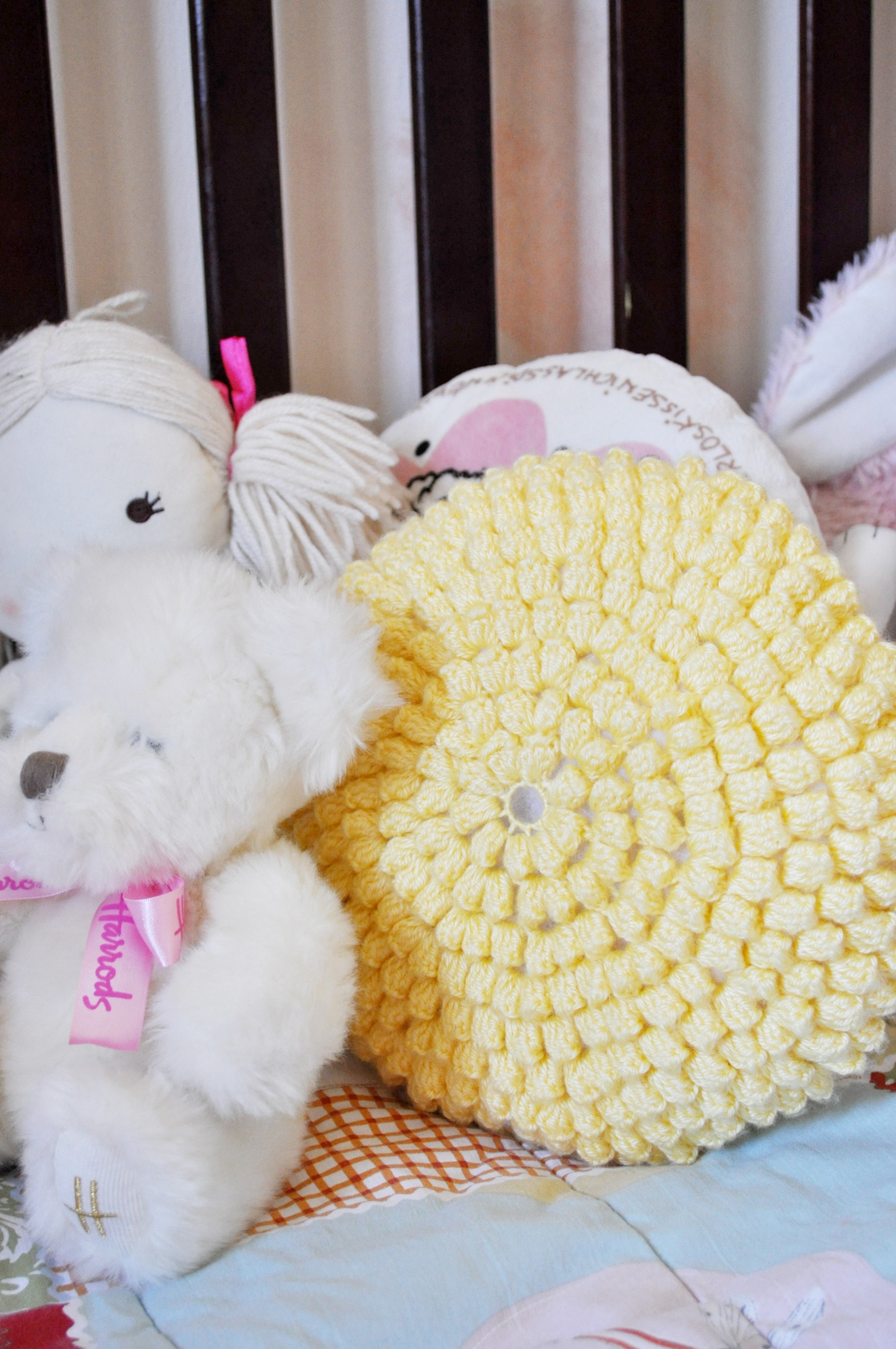 popcorn stitch crochet cushion