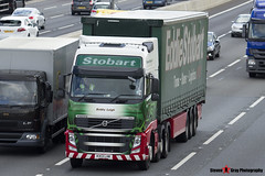 Volvo FH 6x2 Tractor with 3 Axle Curtainside Trailer - KX13 LHK - H4905 - Bobby Leigh - Eddie Stobart - M1 J10 Luton - Steven Gray - IMG_6821