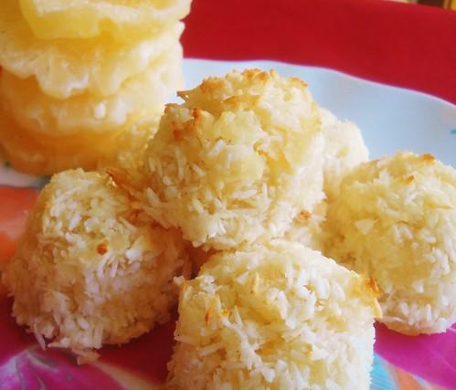4 Ingredient Pina Colada Macaroons