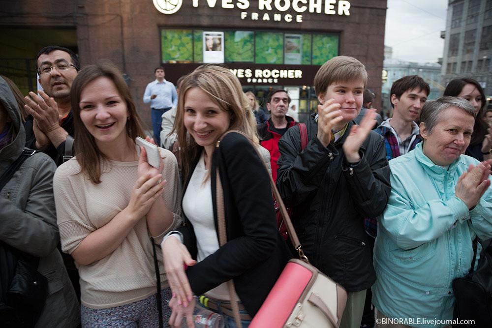 Уличный спектакль «ЛЕС» в центре Москвы