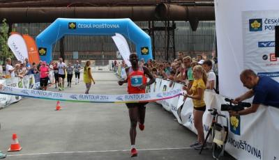 RunTour Ostrava: Mezi vysokými pecemi nejrychlejší Keňané. Z našich Olejníček a Sekanová