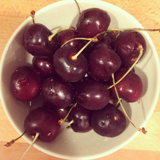 Day 17, #whole30 - bedtime snack (cherries)