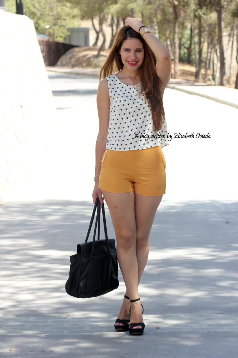 shorts-naranjas-OASAP-y-camisa-de-corazones-heelsandroses--(1)