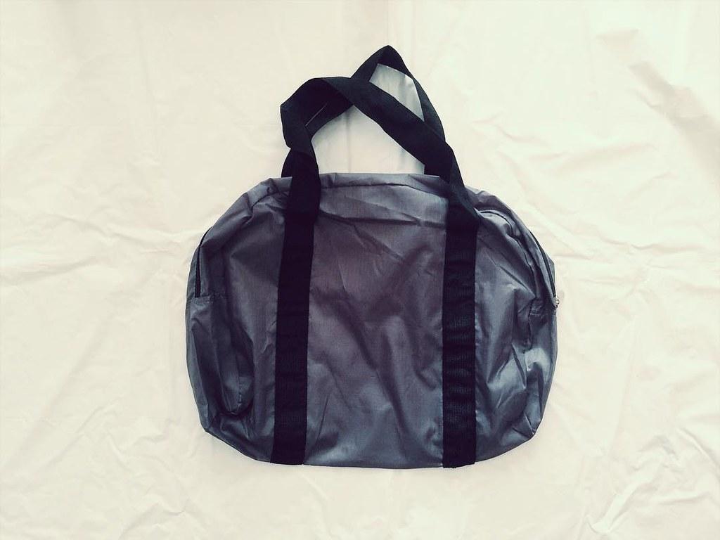 ダイソーのカラースポーツバッグ
