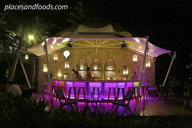 Marrakesh Hua Hin Resort and Spa bar