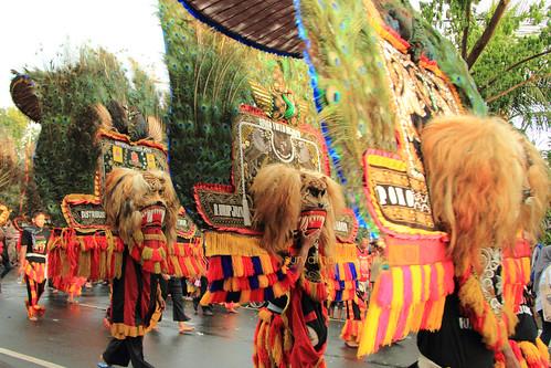 Pertunjukan Reog di Parade Budaya dan Pawai Bunga Surabaya 2014