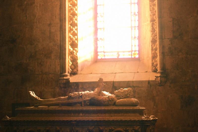tomb of luis de camoes
