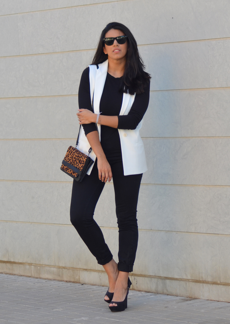 florenciablog total black look chaleco blanco como llevar chalecos leopard print stradivarius  (4)