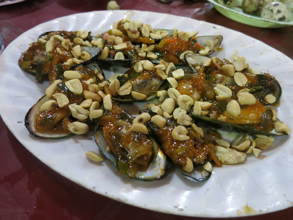 grilled mussels with peanuts and sauce