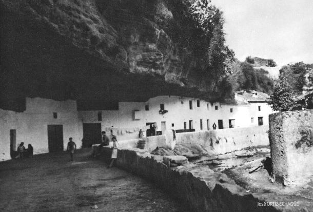 Cuevas del Sol, posiblemente en los años '20 o '30. Foto: JOSÉ ORTIZ-ECHAGÜE. Más información: <a href=