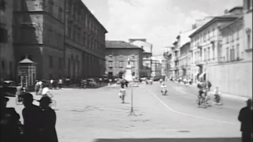 Ascoli com'era: piazza Arringo, una breve clip video (195?)