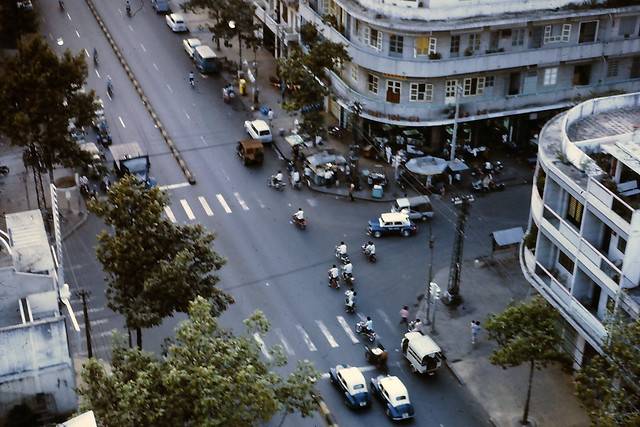 SAIGON 1970-71 - Tran Hung Dao Blvd - Vũ trường Moulin Rouge (Cối Xay Gió Đỏ) - Ngã tư Trần Hưng Đạo - Huỳnh Mẫn Đạt