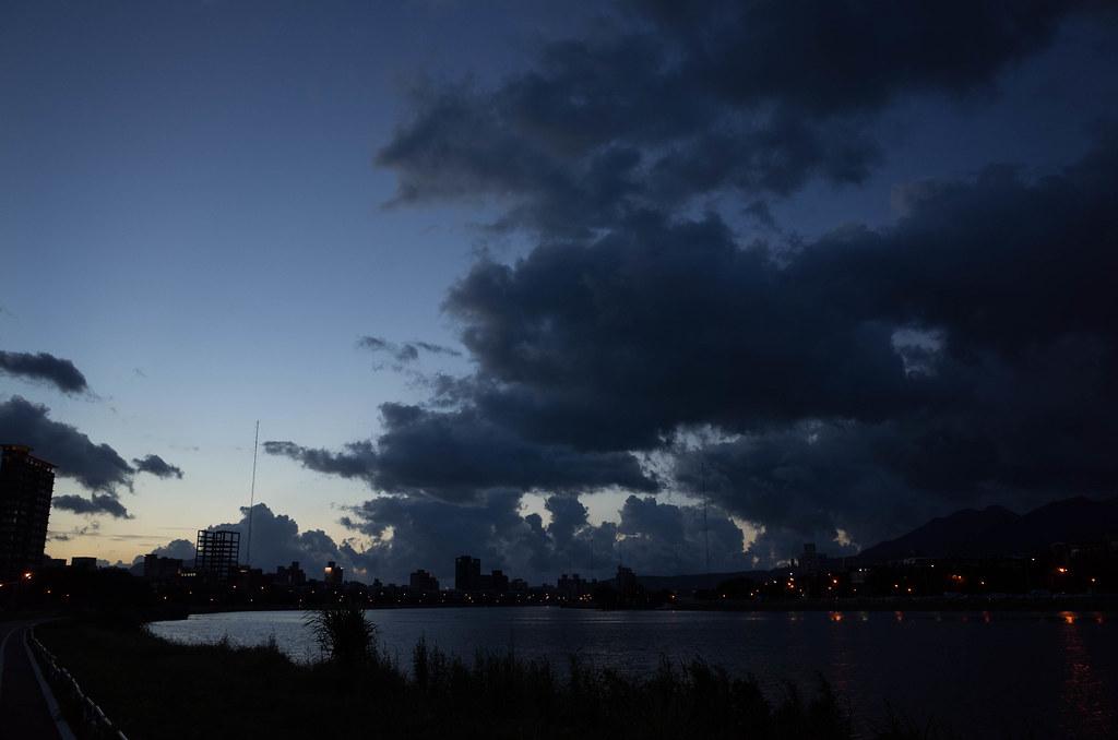 20140707_颱風天前的夕陽餘暉