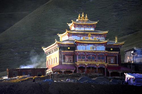 sunset monastery 2013 བོད་ལྗོངས། ©janreurink tibetanplateauབོད་མཐོ་སྒང་bötogang tibetབོད khamཁམས།easterntibet ༢༠༡༣ khamཁམས་བོད khamsbodkhamwö pelyülདཔལ་ཡུལ།county