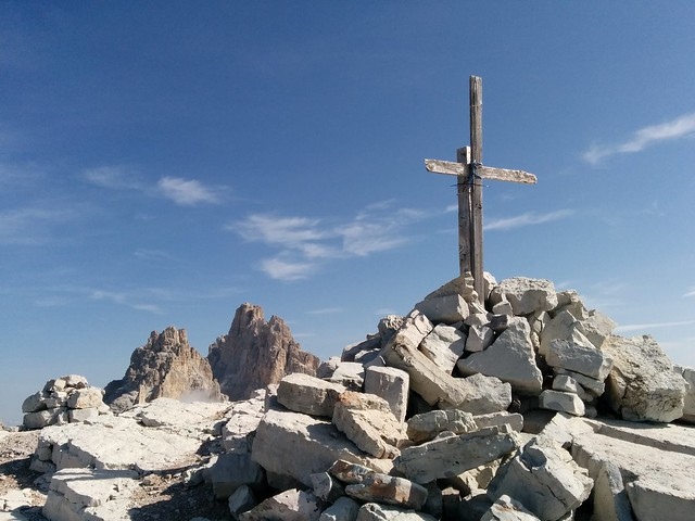 Gipfelkreuz Schusterplatte in den Sextner Dolomiten 2.957 m