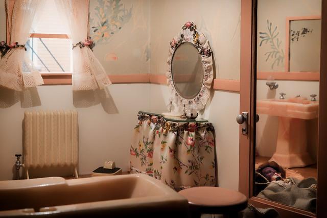 Nutshell Studies of Unexplained Death, Pink Bathroom diorama
