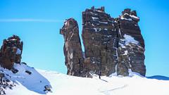 Paweł i charakterystyczne wieże na przełęczy Coli  Beca di Moncorve 3851m. Podejscie na szczyt Gran Paradiso 4061m.