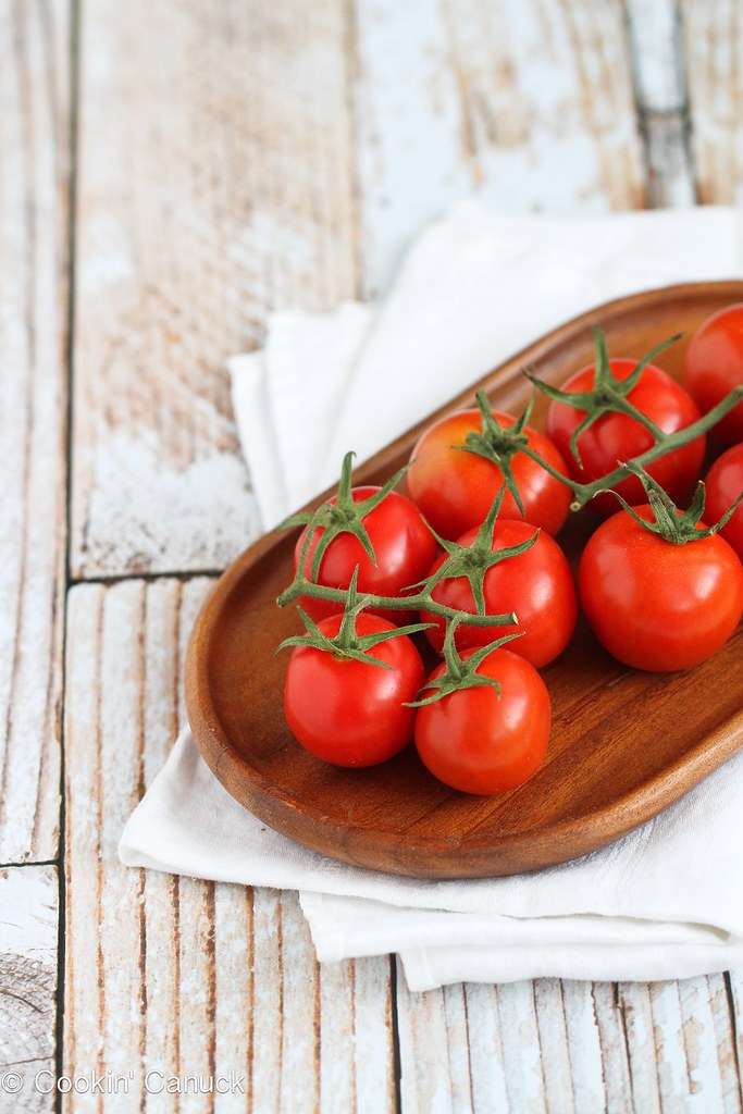 Caprese Spaghetti Squash Recipe with Roasted Tomatoes {Vegetarian} | cookincanuck.com