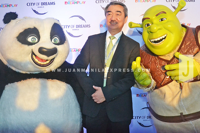 LOVING THE DREAMWORKS ANIMATION CHARACTERS. The nestled elbow must have been an indication that Mr. Hans Sy is comfortable with Po and Shrek.