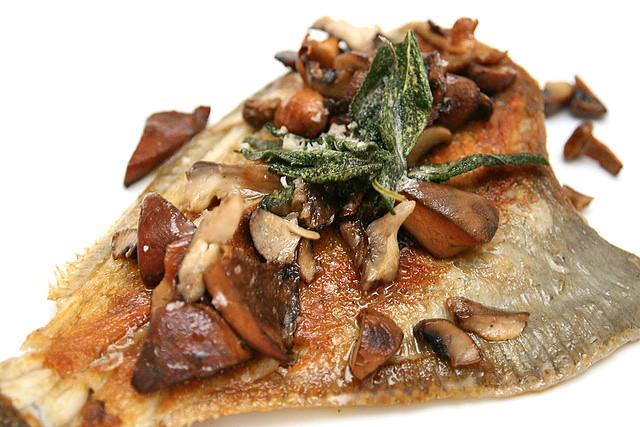 RICCIOLA CON FINOCCHIO E ASPARAGI (AU$41): Kingfish, Roast Fennel, Asparagus, Confit Tomato, Dill Vinaigrette