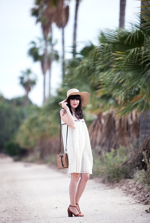 straw hat, palms, boho dress, celine sandlas, bucket bag, תיק שק, סנדלי סלין, שמלה קייצית, אאוטפיט, אפונה בלוג אופנה, כובע קש