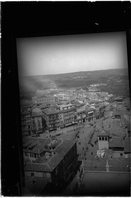 Zocodover a comienzos del siglo XX. Fotografía de J. Lacoste © MECD, Fototeca del IPCE, signatura VN-15579_P