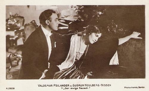 Valdemar Psylander and Gudrun Houlberg-Nissen in Kærlighedsleg (1918)