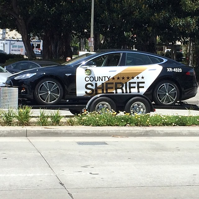 County Sheriff's new ride is a #Tesla #models. (Movie prop most likely, shot close to Culver studio. @TeslaMotors