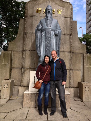 Mei and Dan in front of the statue of Confucius