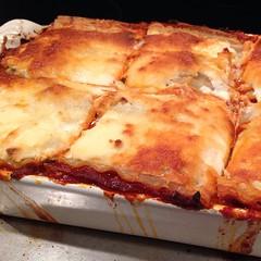 sicilian pizza(0.0), banitsa(0.0), pizza cheese(0.0), pizza(0.0), zwiebelkuchen(0.0), dessert(0.0), pastitsio(1.0), baked goods(1.0), moussaka(1.0), food(1.0), dish(1.0), cuisine(1.0), lasagne(1.0),