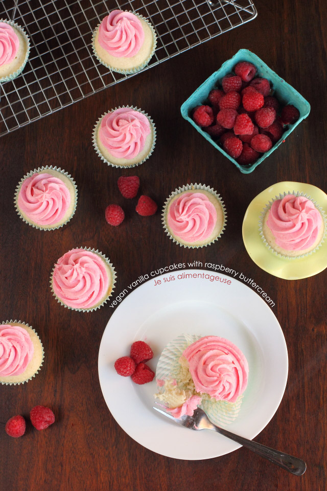Fluffy Vegan Vanilla Cupcakes