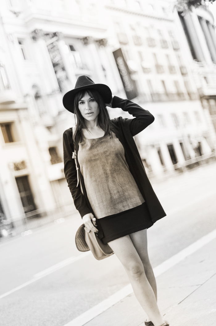 street style barbara crespo leo and suede mini skirt mango hat fashion blogger outfit blog de moda