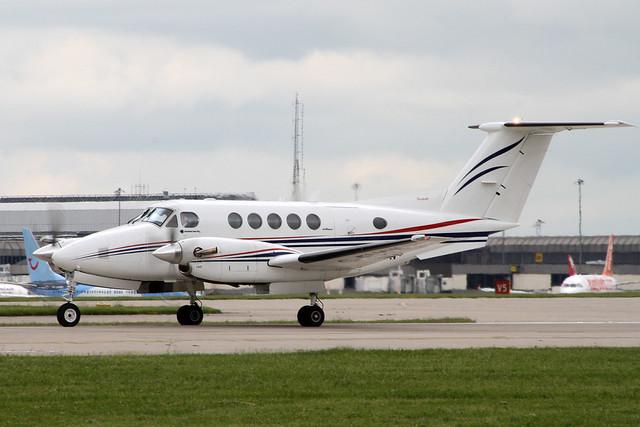 Beech 200 King Air G-FLYW